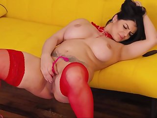 Lustful Curvy Camslut Stokes Her Freshly Fucked Pussy Near Squirt