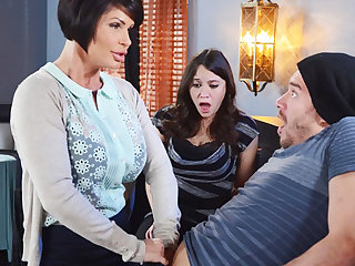 Horny mom explanations a gift to her wet pussy