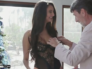 Leggy sexy babe Eliza Ibarra takes dig up deep into her wet pussy for doggy