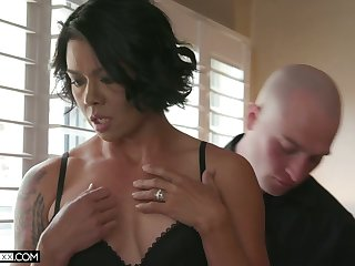 Sex-hungry seductress Dana Vespoli hooks up with her new denude headed suitor