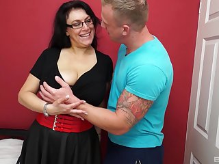 Mature amateur granny gets fucked good by a horny younger guy