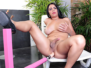 Big Tittied Hung TS Sabrina Sousa Puts a Gender Machine to the Dissect