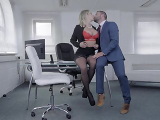 Look into some rounds of merciless porn, slay rub elbows with voluptuous secretary is in for a facial