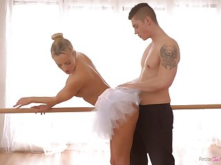 Czech prima donna with a big ass enjoying some nice fuck with her boyfriend