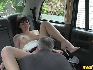 Blue eyed hottie gets laid beyond the back seat