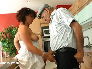 Papy Loves To Screw Well-Rounded Arab Bitch
