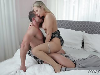 Energized blonde puts her curvy ass all round work in a perfect home tryout