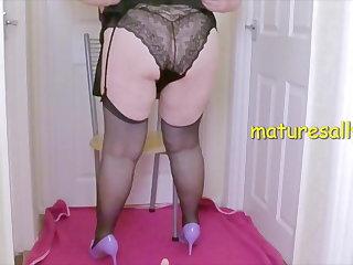 Mature Sally gives dildo a footwank